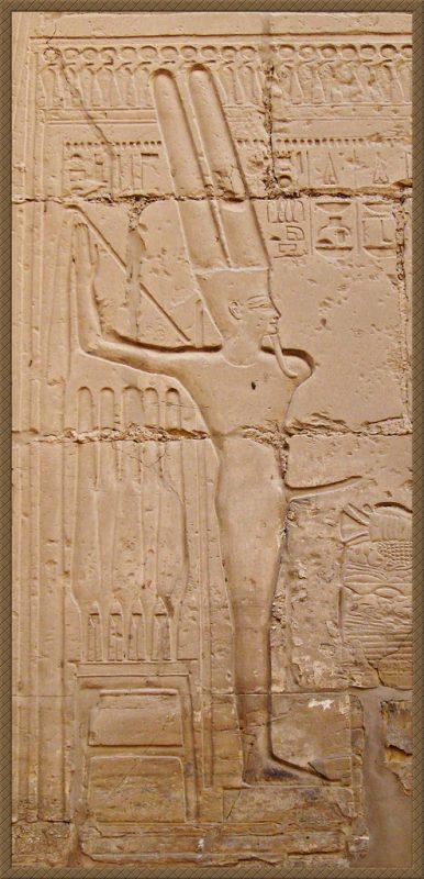 Min in Luxor temple Zolakoma flickr