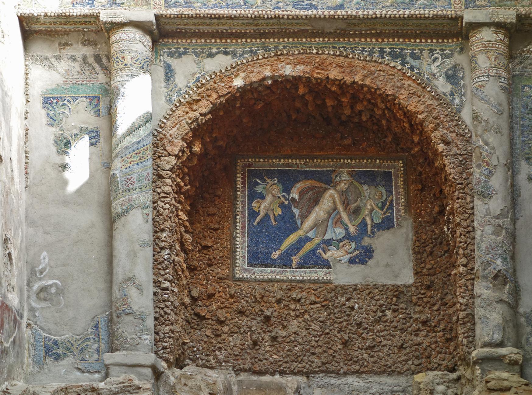 Pompeii suburban baths niche with mosaic DSC04428